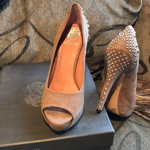 Vince Camuto | 8.5 beautiful studded pump.